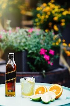Delicioso cóctel alcohólico de verano