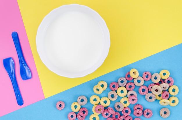 Delicioso desayuno con cereales y espacio de copia