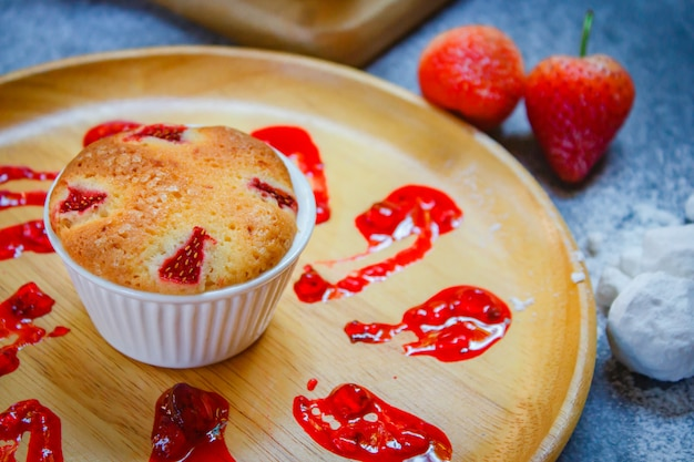 Delicioso estilo de cupcake de fresa hecho en casa, concepto de san valentín.