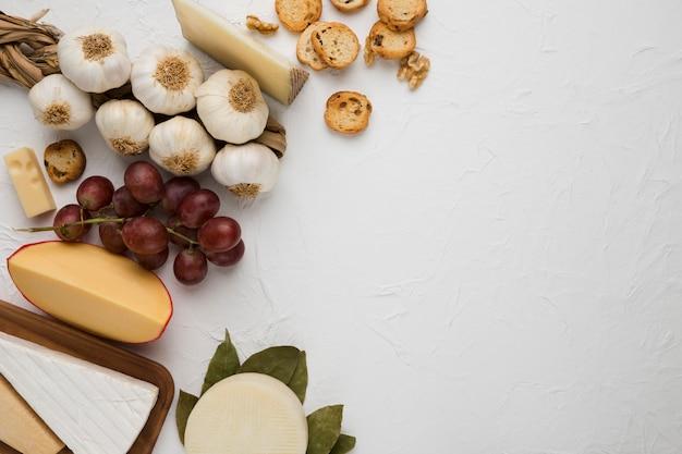 Delicioso ingrediente y varios quesos para cocinar.