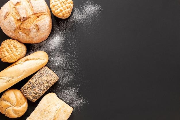 Delicioso marco de pan con espacio de copia