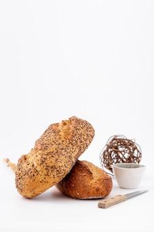 Delicioso pan blanco al horno con espacio de copia
