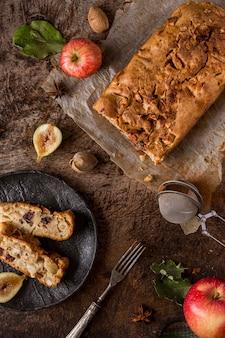 Delicioso pan horneado plano sentar