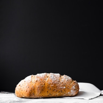 Delicioso pan recién hecho con espacio de copia