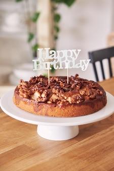 Delicioso pastel de cumpleaños