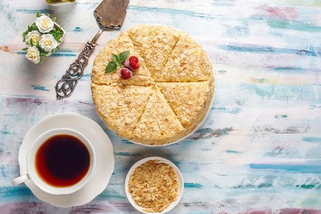 Delicioso pastel de napoleón casero, vista superior