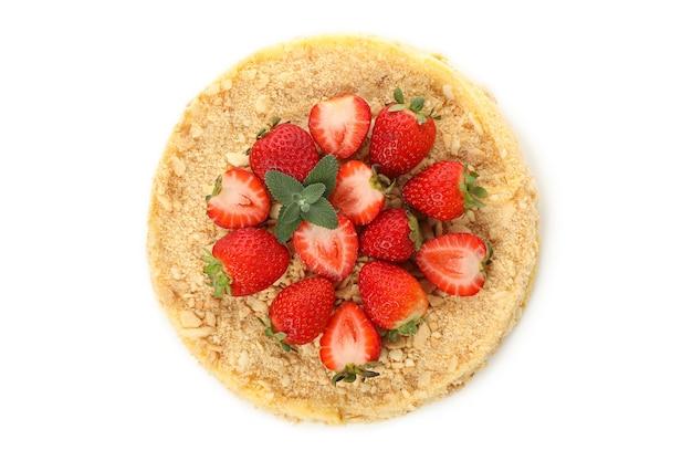 Delicioso pastel de napoleón con fresa aislado en blanco