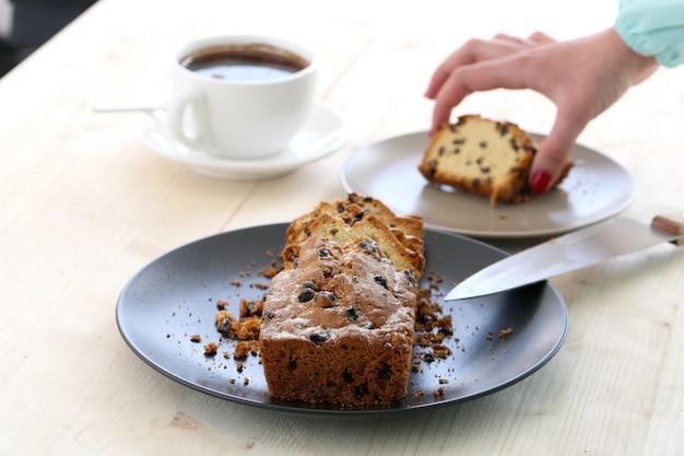 Delicioso pastel sobre la mesa