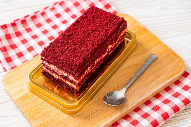 Delicioso pastel de terciopelo rojo