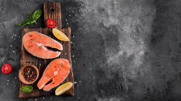 Delicioso pescado salmón fresco