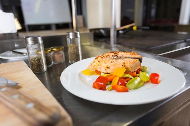 Delicioso plato de comida saludable