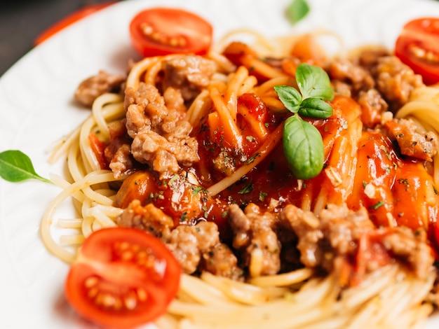 Delicioso plato de pasta boloñesa