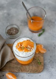 Delicioso pudin de chia con mandarina