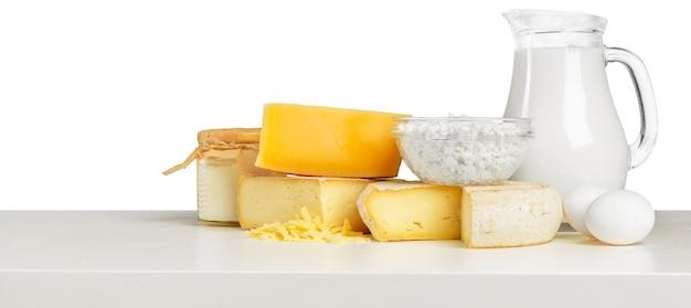 Delicioso queso sobre la mesa.