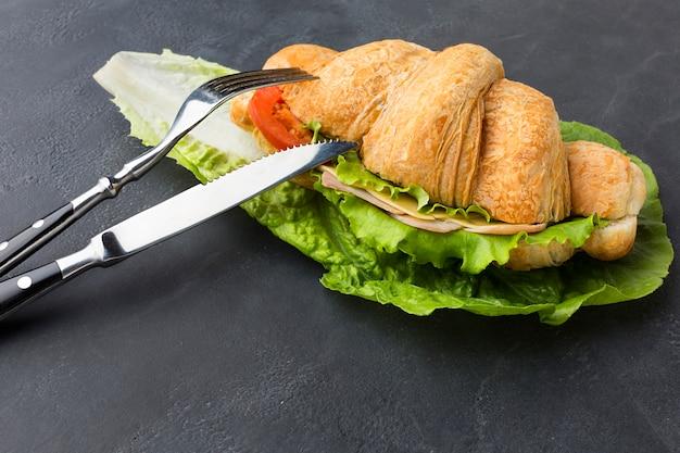Delicioso sandwich crujiente de cerca