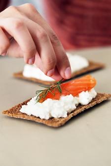 Delicioso snack sobre la mesa