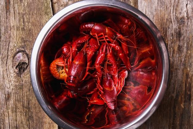 Deliciosos cangrejos de río para hervir
