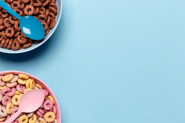 Deliciosos cereales con copia espacio de fondo