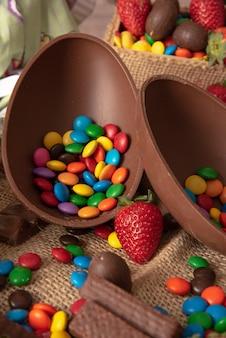 Deliciosos huevos de pascua de chocolate.
