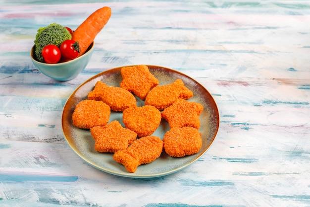 Deliciosos nuggets de pescado congelados.