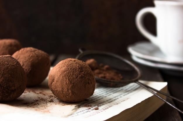 Deliciosos pasteles de chocolate pops - comida dulce