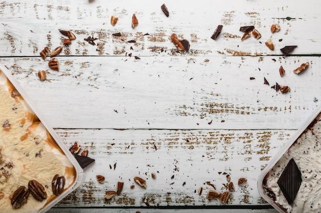 Deliciosos postres helados con diferentes ingredientes.