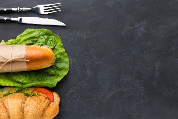 Deliciosos sándwiches caseros copia espacio