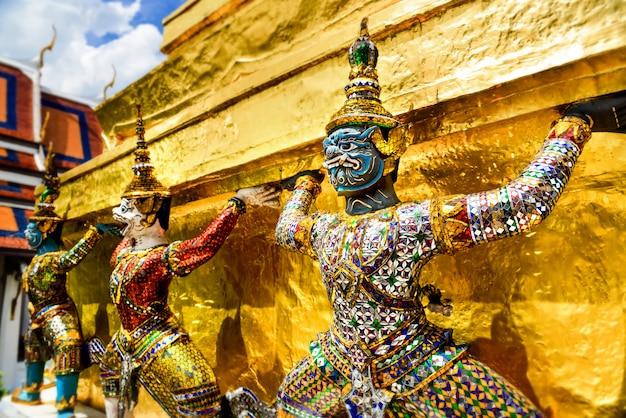 Demon guardian en el gran palacio de bangkok.