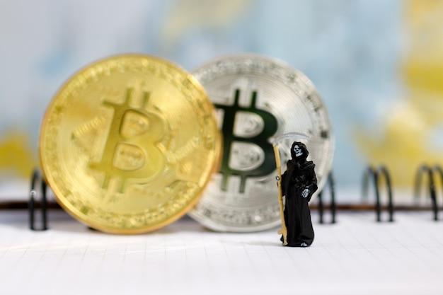 Demonio de la muerte con bitcoins.