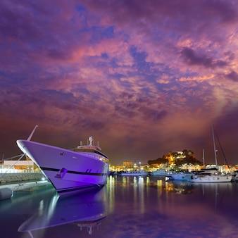 Denia puerto atardecer en puerto deportivo en alicante españa