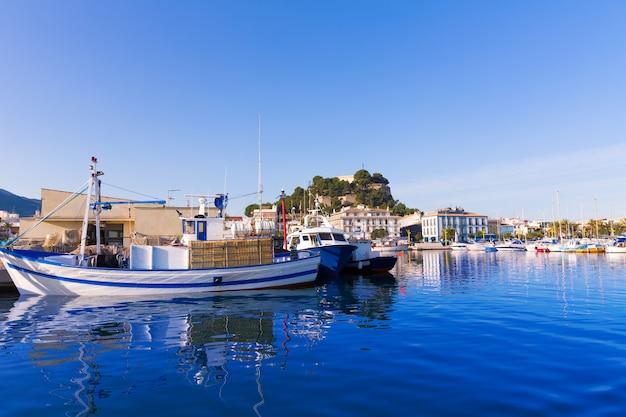 Denia puerto con castillo colina alicante provincia españa