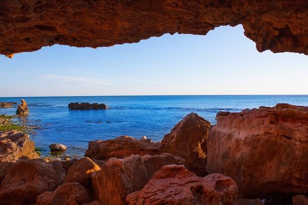 Denia las rotas desde las cuevas y el mar mediterráneo.