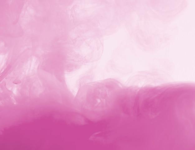 Densa nube rosa de neblina.