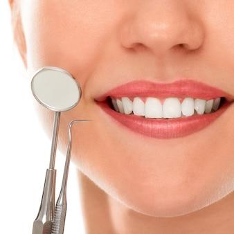 En un dentista con una sonrisa