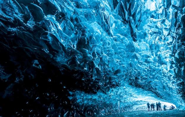 Dentro de una cueva de hielo en islandia