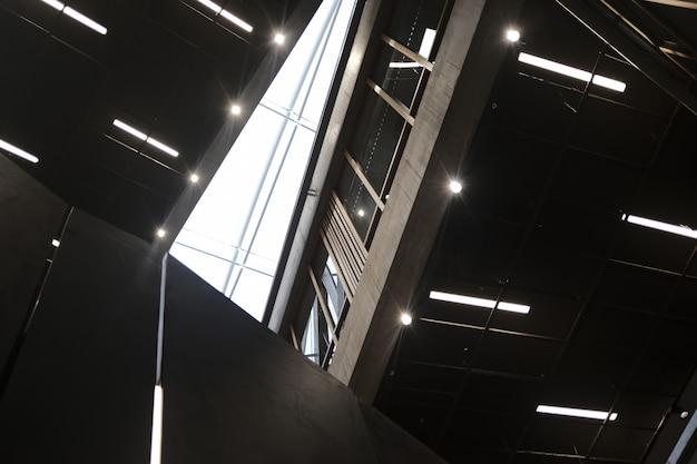 Dentro del edificio del centro de negocios