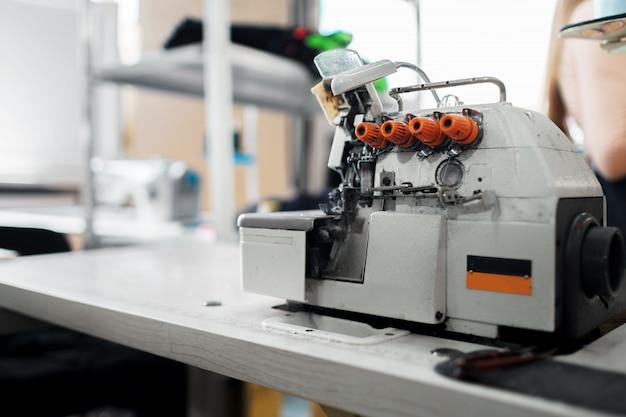 Departamento de costura de una fábrica textil interior