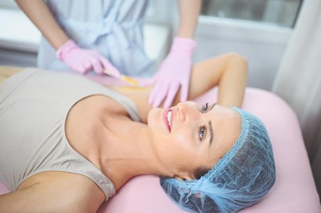 Depilación depilatoria y cosmetología en salón de belleza