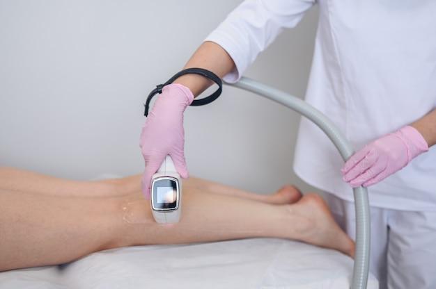 Depilación láser y cosmetología en salón de belleza procedimiento de depilación depilación láser cosmetología