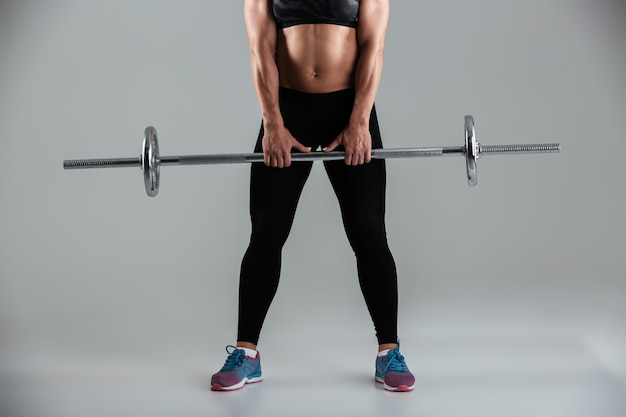 Deportista adulta muscular fuerte