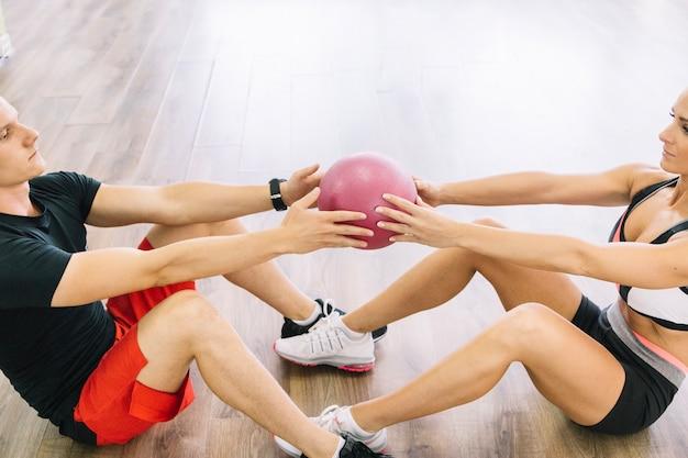 Deportistas haciendo ejercicio