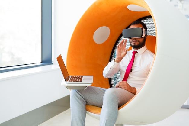 Desarrollador de software de prueba para juegos de realidad virtual