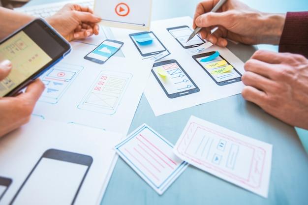 Desarrollo de diseño de aplicaciones web gráficas para teléfonos móviles.