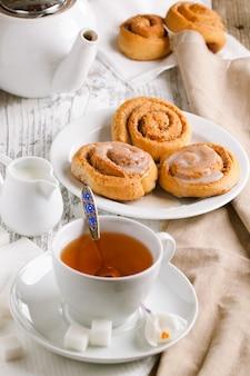 Desayuno con bollos de canela
