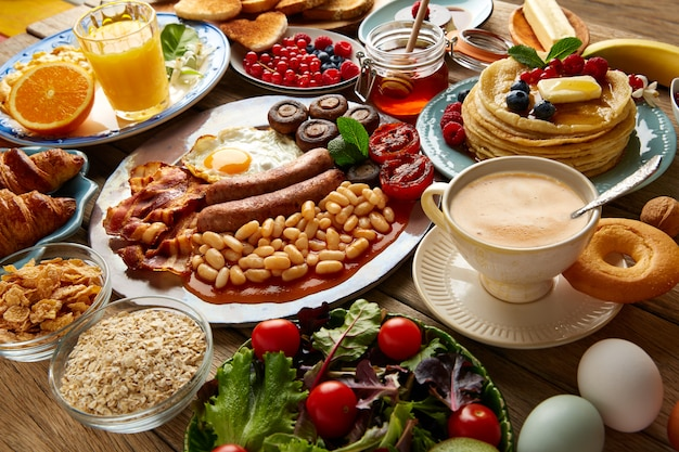Desayuno buffet completo continental e inglés.