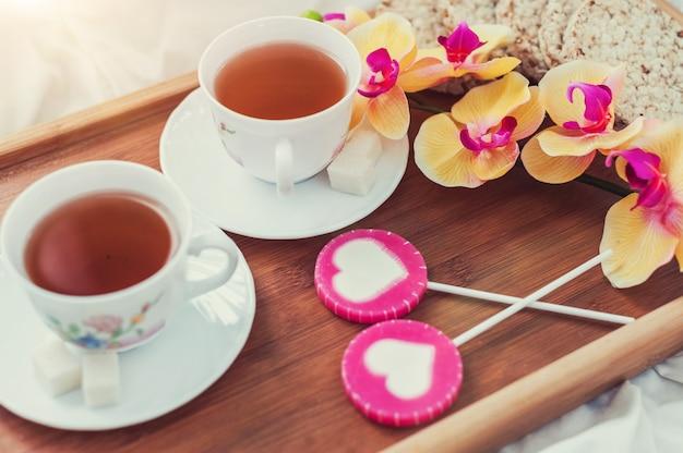 Desayuno en la cama en el día de san valentín