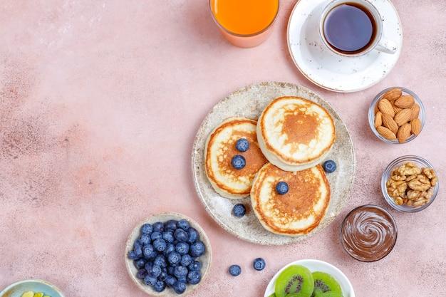 Desayuno con carbohidratos, tortitas, crepes, barquillos.