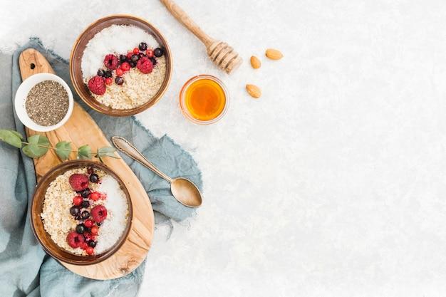 Desayuno con cereales y frutas