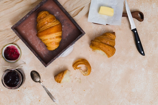 Desayuno con croissant