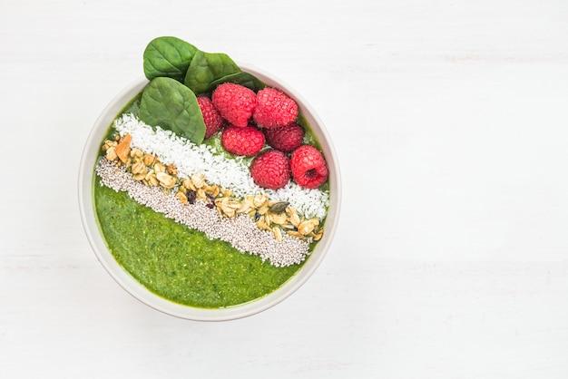 Desayuno detox smoothie verde de banana y espinaca